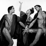 """Dancers Christine Dakin, Donlin Foreman and Ken Topping performing  Martha Graham """"Phaedra's Dream"""", October 1988. (Photo by Jack Mitchell/Getty Images)"""